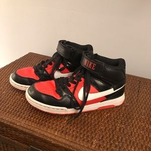 Nike Youth Velcro Top Basketball Shoes